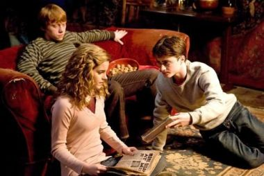 Rupert Grint, Daniel Radcliffe, and Emma Watson star in a scene from ...