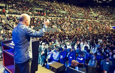 Greg Laurie addresses thousands at the Auckland Harvest in New ...