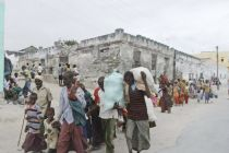 People from Southern Somalia make their way to a camp for internally ...