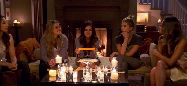 the liars and alison gathers to answer questions from the fans in this years pretty little liars halloween specialinstagram - Halloween Episodes Of Pretty Little Liars