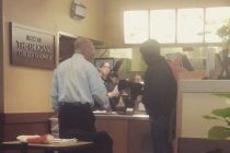 chick-fil-a-owner-mark-meadows-gives-a-homeless-man-a-free-meal-and-his-own-gloves