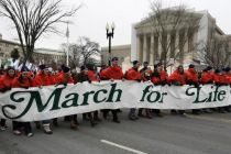protersters-march-during-march-of-life