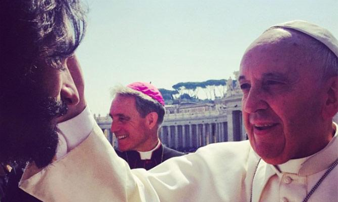 rodrigo santoro and pope francis