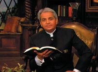 benny-hinn-claims-a-great-transfer-of-wealth-is-underway