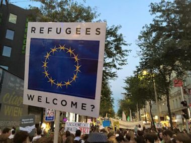 Vienna protest welcomes migrants