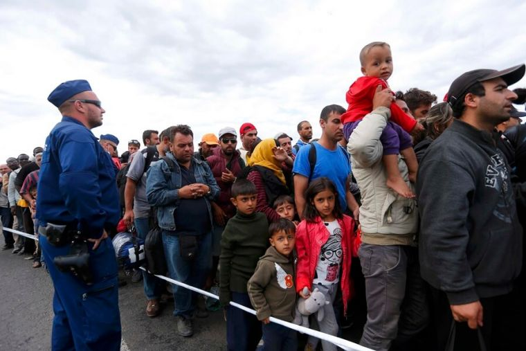 Refugees trying to enter Hungary