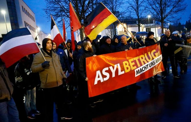 German protest vs. migrants