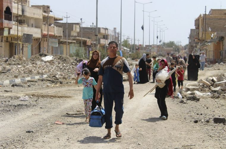 Iraqi civilians flee