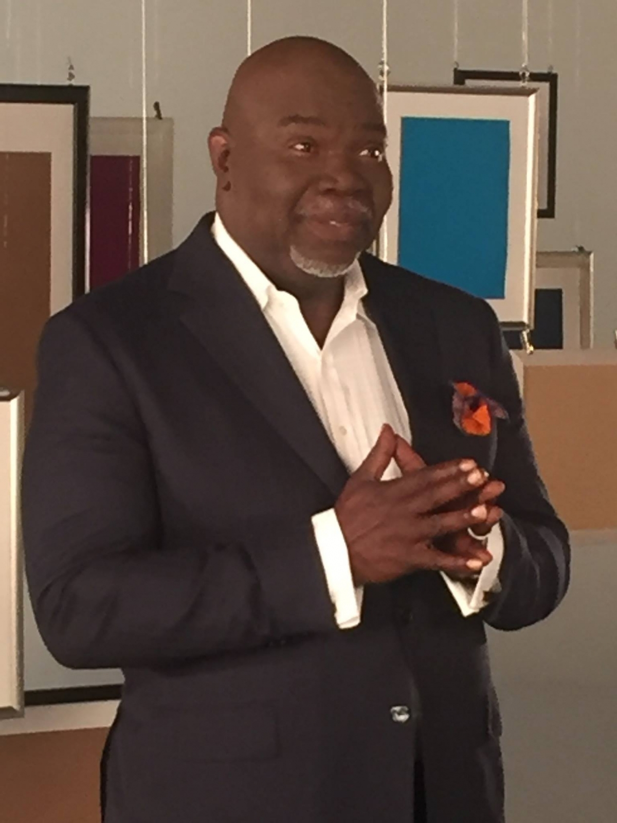 """bishop t d jakes Td jakes is a man with friends in high places so high, in fact, that president obama told variety, """"i am fortunate to count myself among the countless americans."""