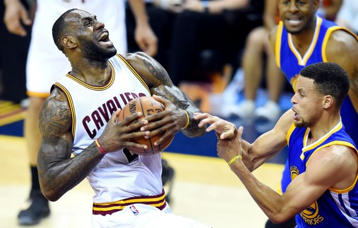 Stephen Curry with Lebron James