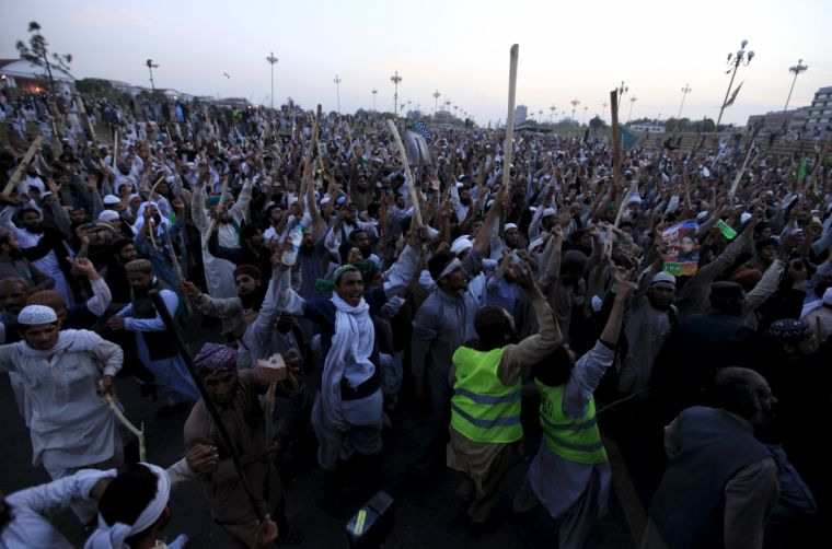 Islamists protest against the execution of Mumtaz Qadri outside the Parliament building in Islamabad