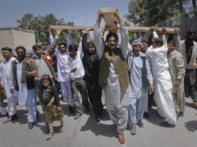 Pakistani Christians carrying cross