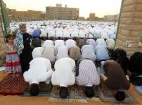 islamic-prayers-at-the-grand-mosque-in-riyadh-saudi-arabia
