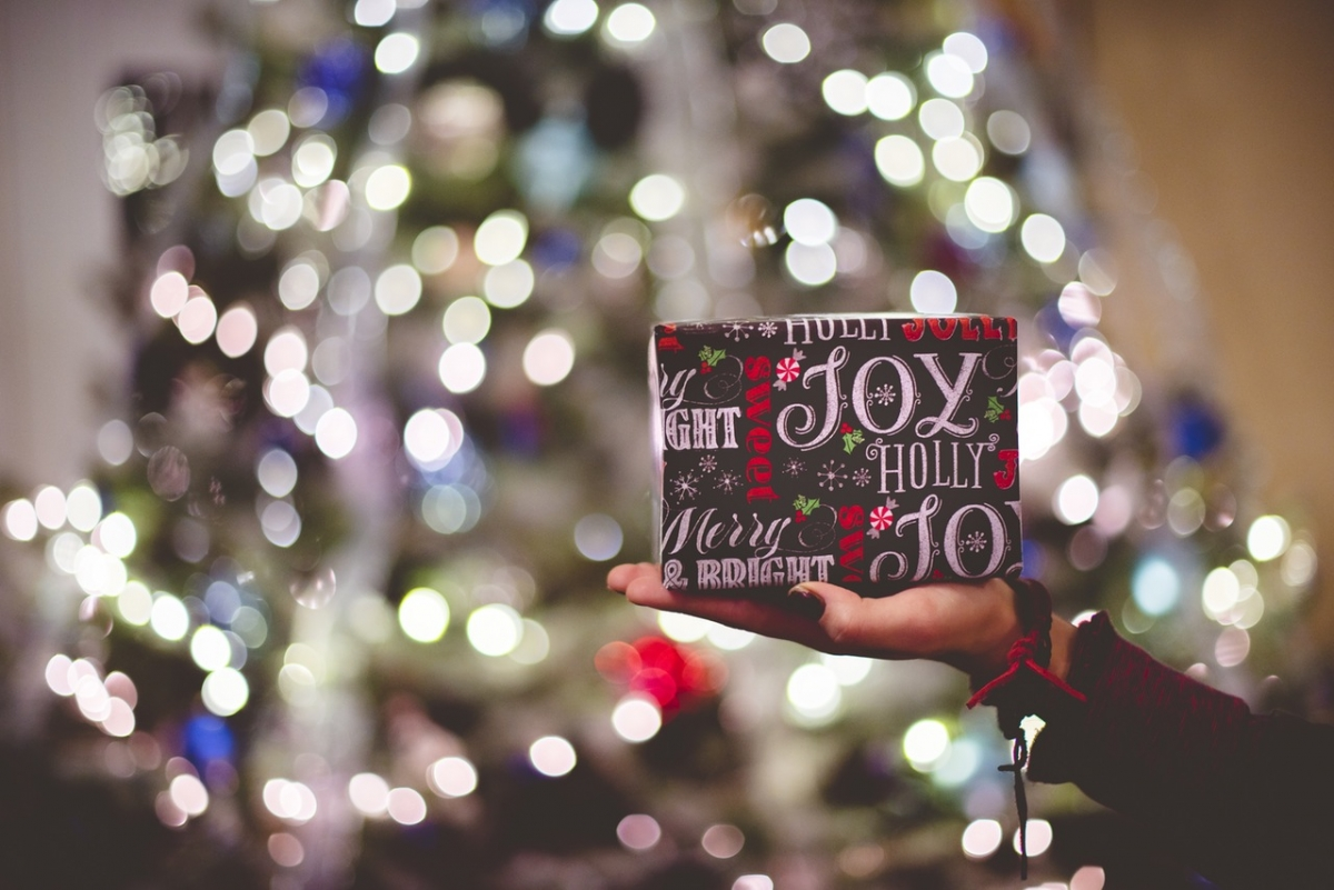 What's the History Behind Gift-Giving on Christmas? | Christian ...