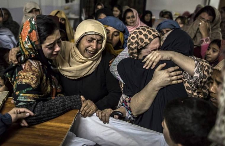 Pakistanis in mourning