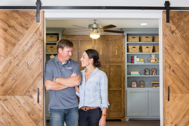 39 fixer upper 39 season 5 cancelled or renewed next season likely to air in november sneak peek. Black Bedroom Furniture Sets. Home Design Ideas