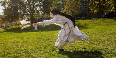 catholic-university-nun-frisbee