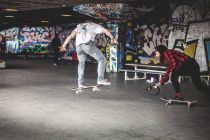 young-people-skateboarding-in-london