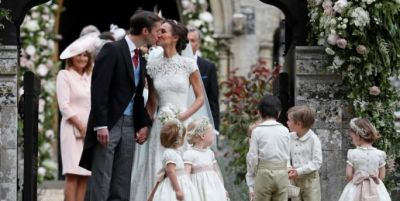 pippa-middleton-and-james-matthews-kiss-after-their-wedding-at-st-marks-church-in-englefield