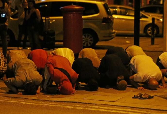 Muslims pray on pavement after terror attack