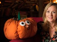 the-night-manager-star-natasha-little-with-patch-the-pumpkin