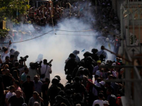 stun-grenades-explode-at-the-entrance-to-temple-mount