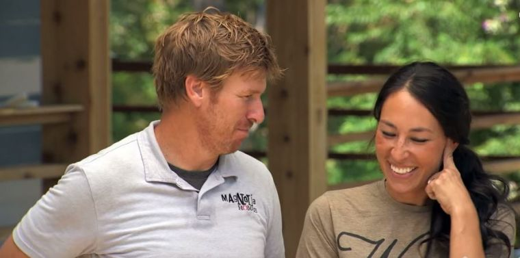 39 fixer upper 39 news chip gaines quells divorce rumors once for Chip and joanna gaines getting divorced
