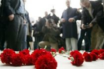 Demonstrators place carnations outside of the attacked printing house ...