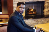 32-year-old Pastor Shawn Jones collapses and dies while singing 'Worthy Is He' Gospel song