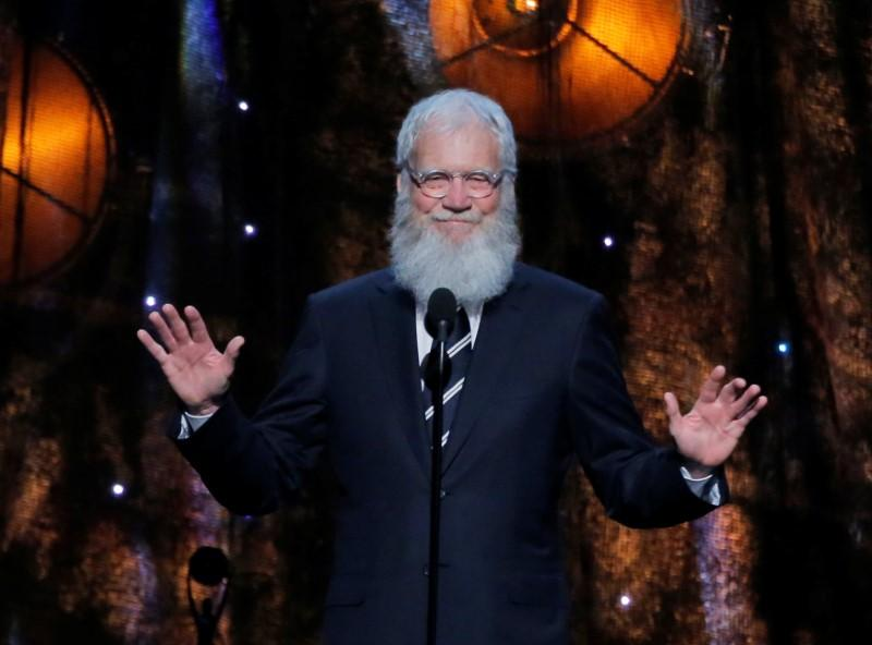 Obama gives dancing tips in first clip of Letterman's new show