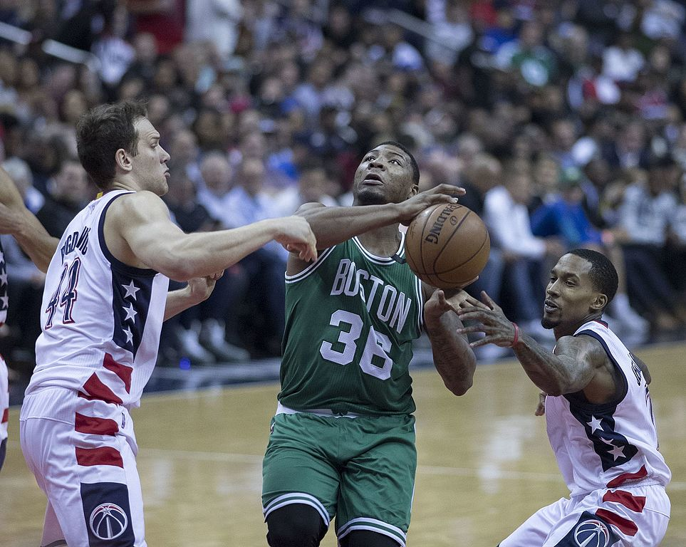 Celtics seek extra first-rounder to acquire Lou Williams or Tyreke Evans