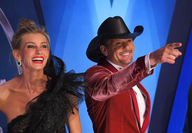 Tim McGraw collapses on stage in Ireland