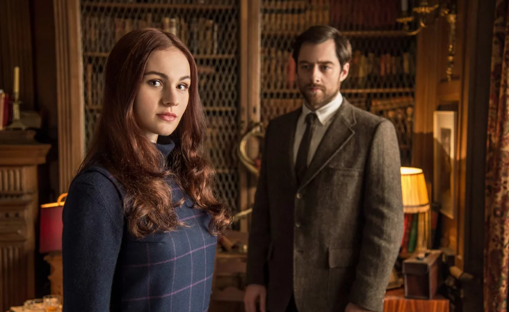 Sophie Skleton as Brianna and Richard Rankin as Roger