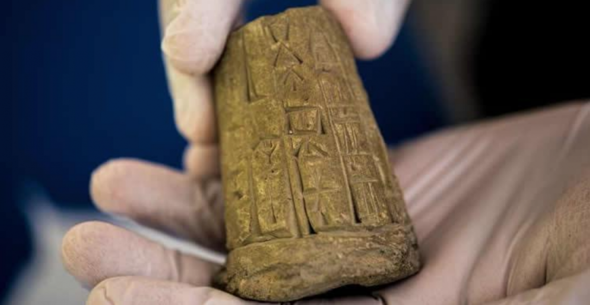 37US Christian Company Forced to Return Looted Iraqi Artifacts