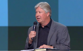 Robert Morris preaches on eternity as he returns to pulpit for the first time since near death experience