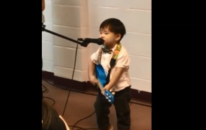 Little boy sing's Matt Redman's '10,000 Reasons' with his own guitar - so cute!
