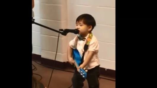 little-boy-sings-matt-redmans-10000-reasons-with-his-own-guitar-so-cute
