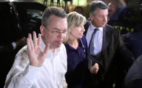 Freed pastor Andrew Brunson flies back to the US