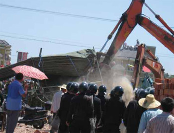 The Chinese authorities bulldoze a so-called 'illegal' church.