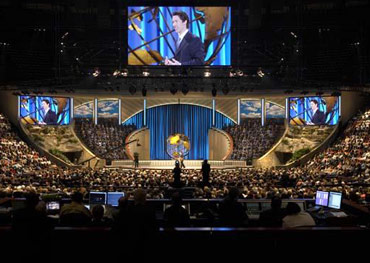 Pastor Joel Osteen preaches to tens of thousands during a worship ...