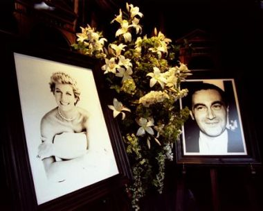 Portraits of Princess Diana and Dodi al-Fayed are seen in the window ...